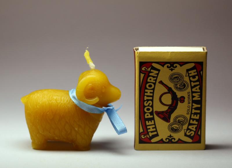 Beránek - svíčka ze včelího vosku