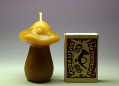 Hříbek - svíčka ze včelího vosku