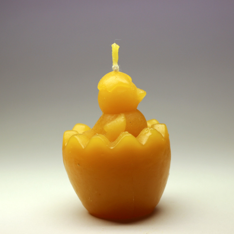 Kuřátko - svíčka ze včelího vosku