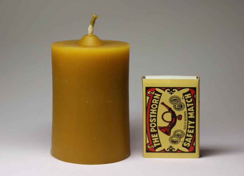 Válec - svíčka ze včelího vosku